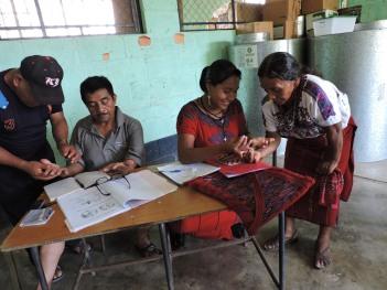 Formando acupuntores y acupuntoras locales