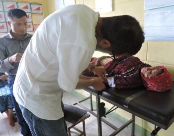 Nuestro docente: acupuntor descalzo