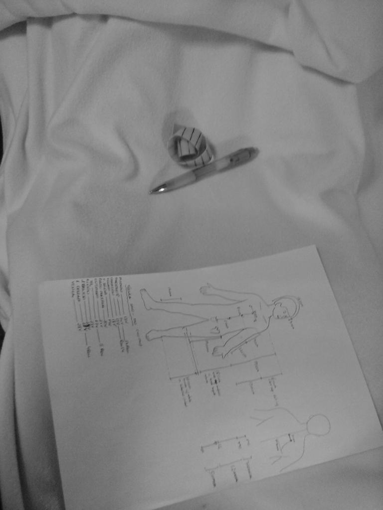 Quedamos gratamente impresionados con los apuntes de medicina china que llevaba una de las alumnas a las prácticas  qué cuidado, qué dedicación, qué dibujitos con meridianos y puntos y todo...