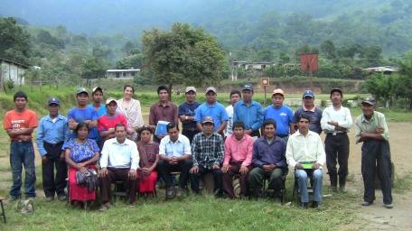 Proyecto de Acupuntura Humanitaria de Ling Tao Acupuntores, Comunidad de Union Victoria /Pochuta), CPR-Sierra, Guatemala. Marzo 2014. Dirigentes de la Comunidad y María