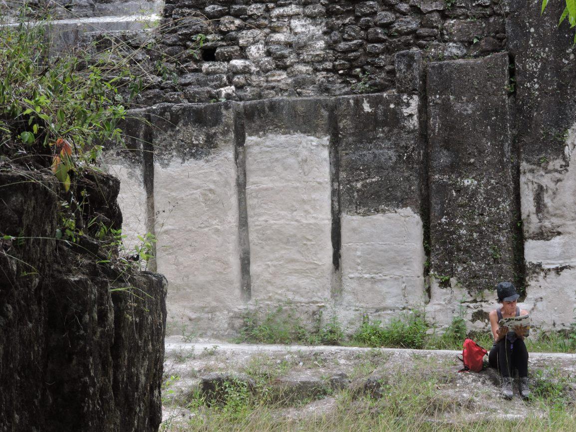 Xiomara Ridaura, Guatemala, Tikal, con Ling Tao Acupuntores Descalzos 2015