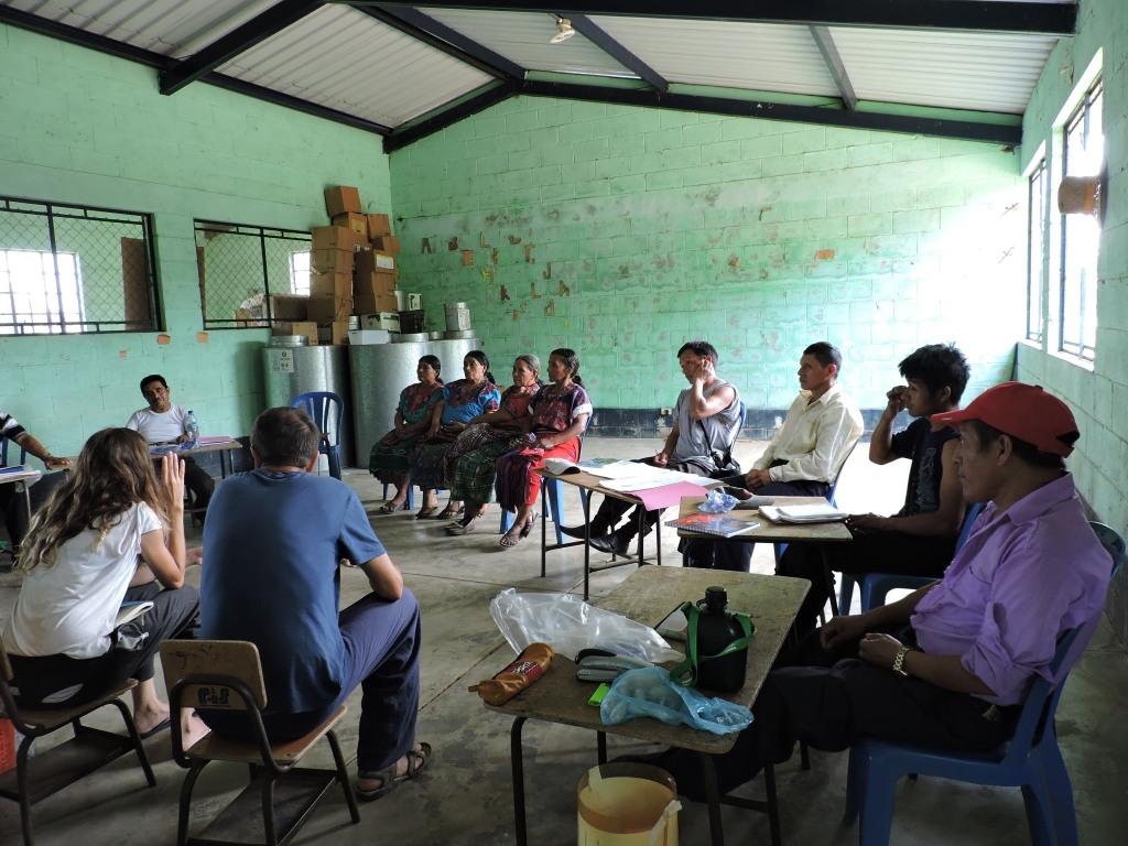 Marta y Francisco, componente del equipo docente de LingTao Acupuntores Descalzos, junto a promotores de salud, comadronas y alumnas españolas, 2015
