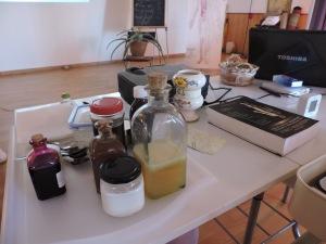 Jarabes de los alumn@ con aromáticas, yemas de pino...diferentes melazas...