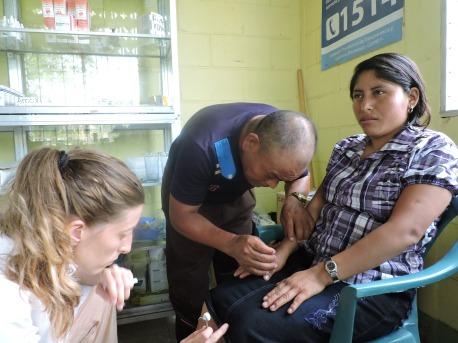 Miguel, sacerdote maya, promotor de salud de a comunidad CPR Tesorito, alumno por tercera vez de las capacitaciones de acupuntura humanitaria
