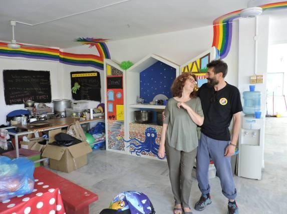 Coofundadores del proyecto con la ONG en Grecia