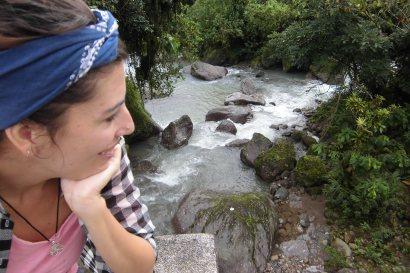 De descanso junto al rio de la comunidad