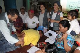 Clases de acupuntura descalza a promotores de salud en las comunidades CPR-Sierra ubicadas en el departamento de Quiché, municipio de Uspantan, zona reyna, Guatemala