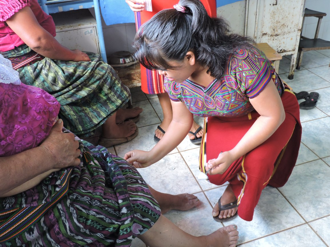 Las palabras de CATARINA C.R. Acupuntora Descalza de las CPR enGuate