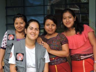 De izquierda a derecha: Magdalena, Sara, Catarina, Juana (Acupuntoras Descalzas)