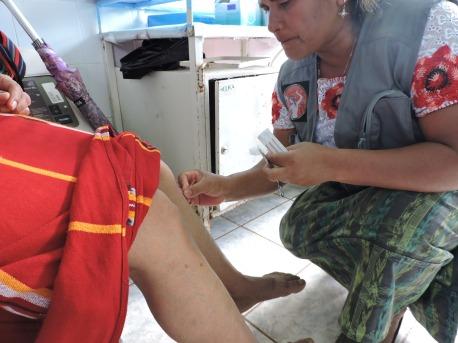 Juana, como acupunora descalza, puesto de salud 2018